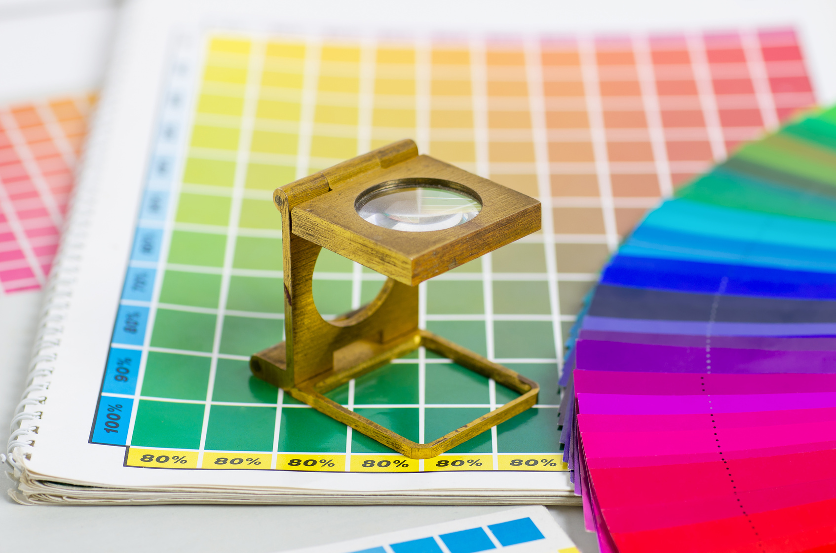 Quels sont les standards en matière de colorimétrie dans l'imprimerie en ligne ?