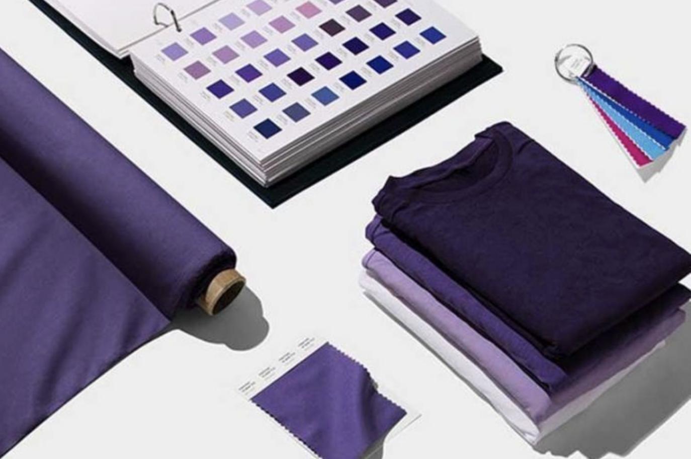 Couleur pantone 2018 violet sur supports