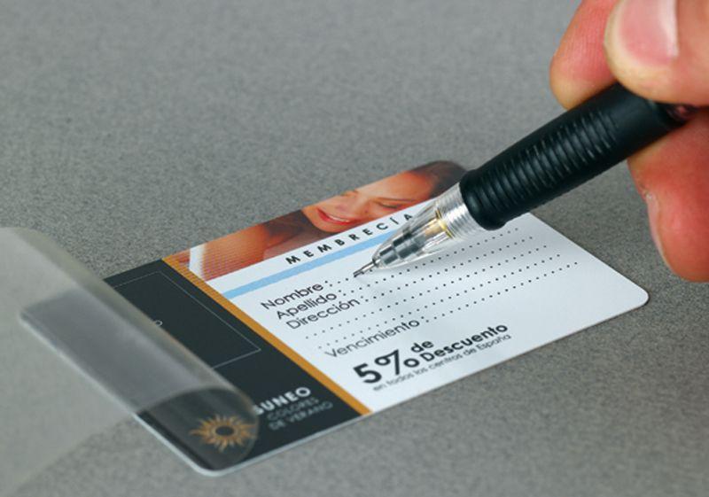 Carte PVC blanc avec overlay