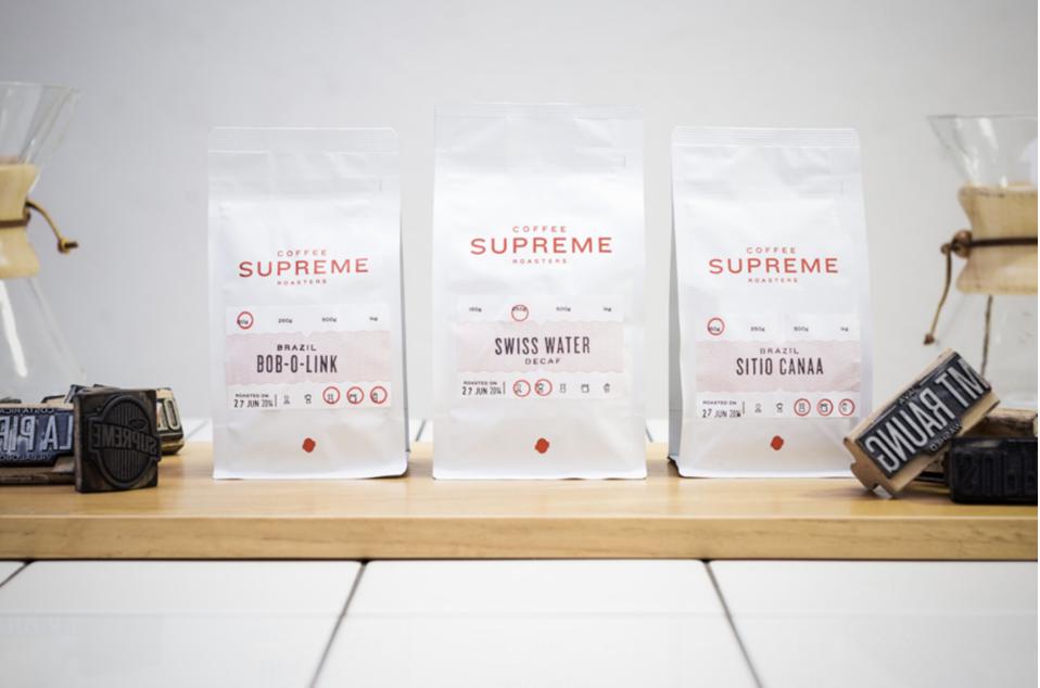 Paquets avec différentes étiquettes Coffee Supreme