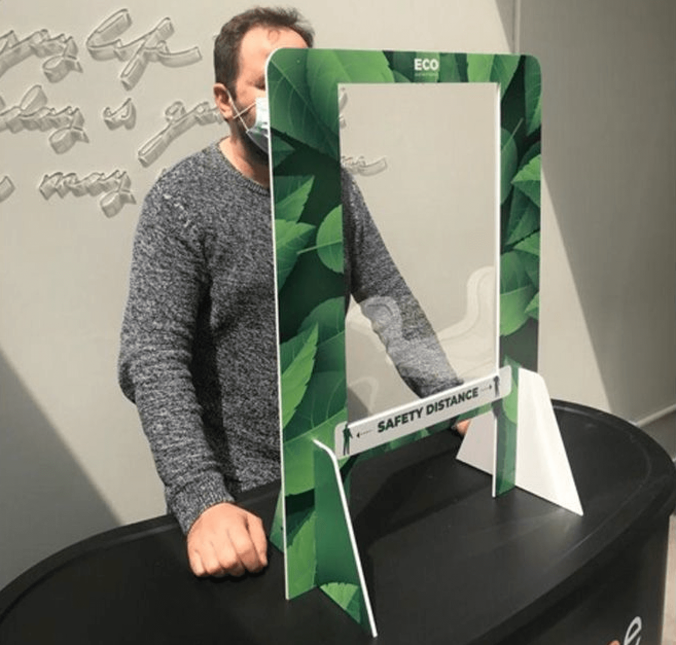 plaque de protection en plexiglas personnalisable avec fenetre