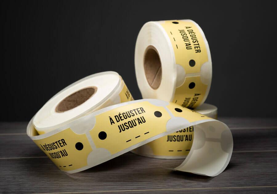 étiquettes adhésives en rouleau